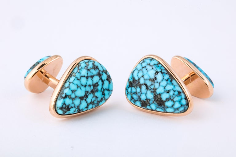 Kingman turquoise is highly prized and collectable as one of the finest types of blue turquoise found within it's natural matrix.  Connoisseurs recognize and covet the bright blue and the naturally occurring spiderweb like designs.  The Kingman mine