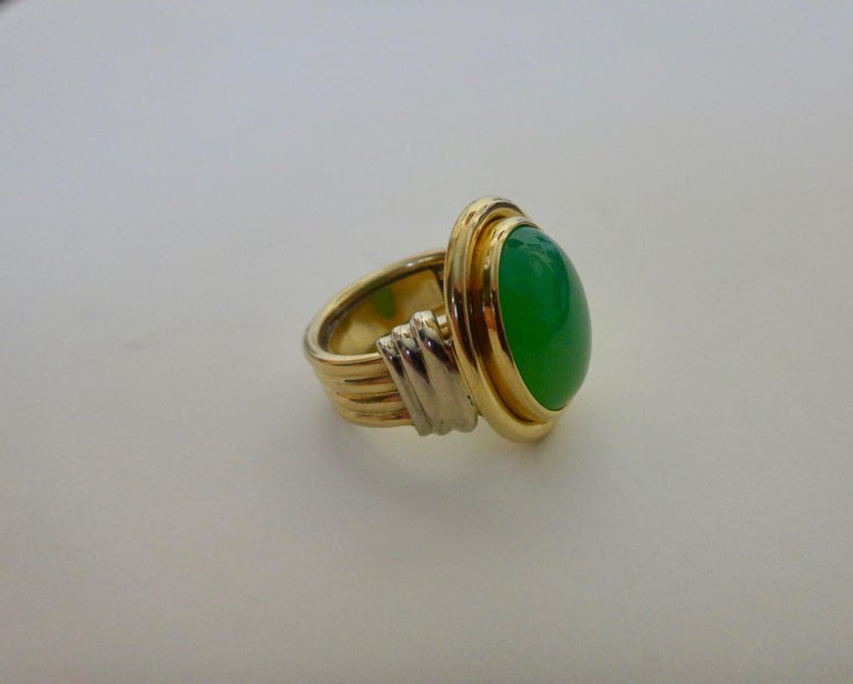 Michael Kneebone Chrysoprase Two-Tone 18 Karat Gold Ring In New Condition For Sale In Rancho Mirage, CA