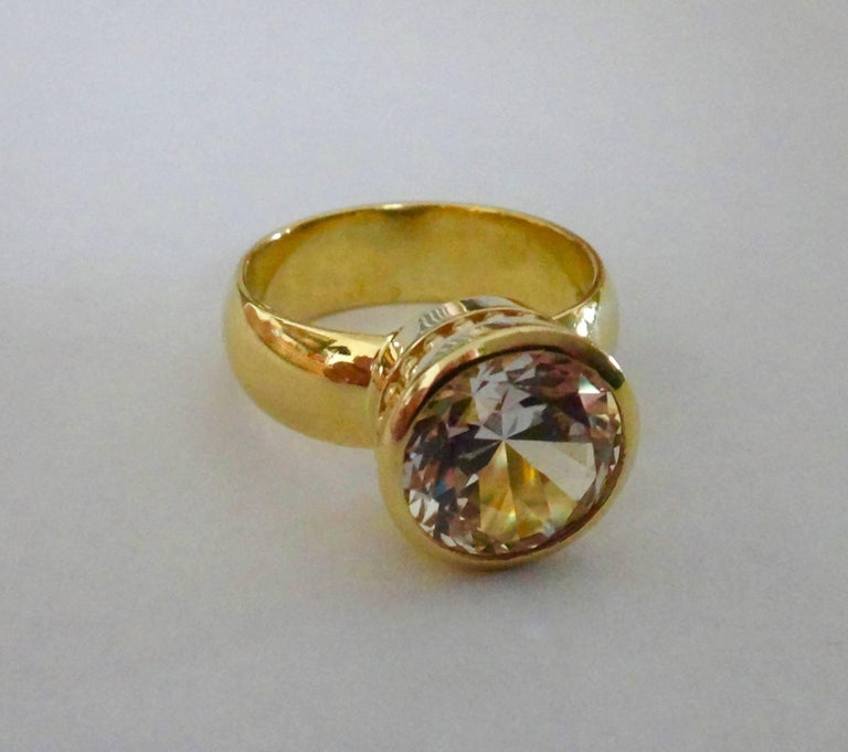 Michael Kneebone White Sapphire 18 Karat Gold Leah Ring In Excellent Condition For Sale In Rancho Mirage, CA