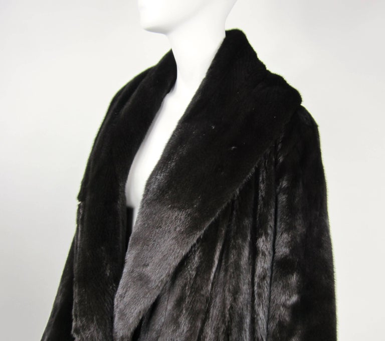 Michael Kors Black Ranch Mink Fur Coat wide Collar -Large  In Excellent Condition For Sale In Wallkill, NY