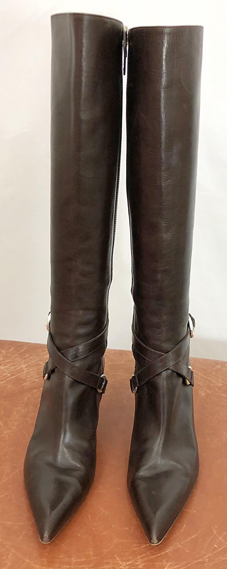 Classic MICHAEL KORS COLLECTION Size 8 chocolate brown leather knee high boots! It is so easy to find a good pair of black boots, but brown leather boots are hard to come by. Sensible high heel, with silver buckle details. Silver zipper up the inner