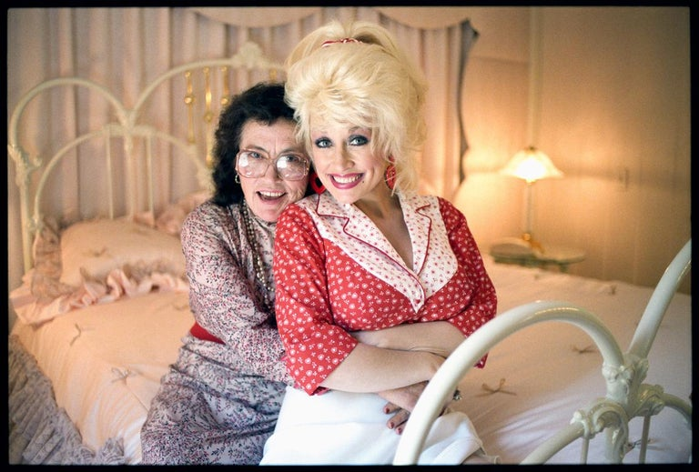 Michael O'Brien Color Photograph - Dolly Parton & Mother Avie Lee Parton, Sevierville, TN