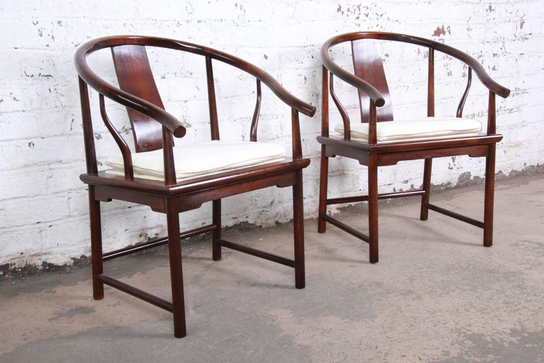 American Michael Taylor for Baker Hollywood Regency Walnut Horseshoe Lounge Chairs, Pair For Sale