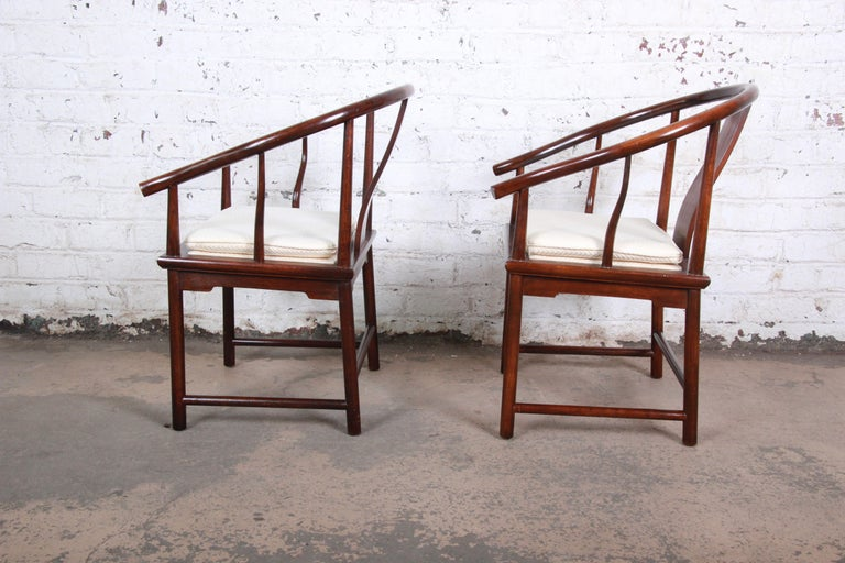 Mid-20th Century Michael Taylor for Baker Hollywood Regency Walnut Horseshoe Lounge Chairs, Pair For Sale