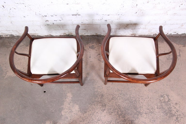 Michael Taylor for Baker Hollywood Regency Walnut Horseshoe Lounge Chairs, Pair For Sale 1