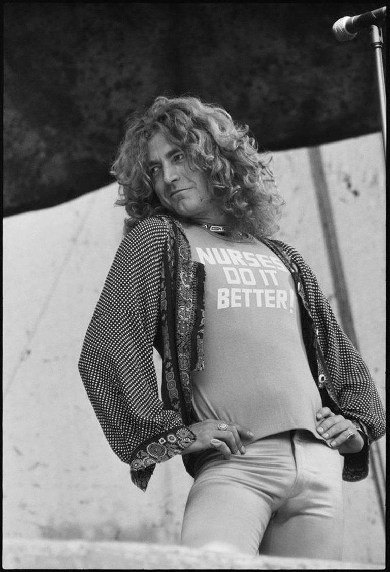 robert plant photographed recently - 662×982