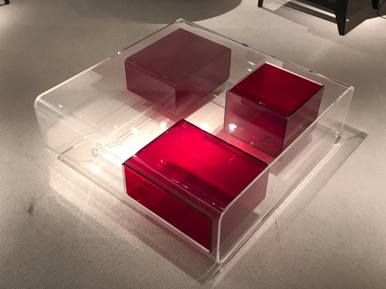 Lucite coffee table in clear and red Lucite désignée by Michel Boyer.