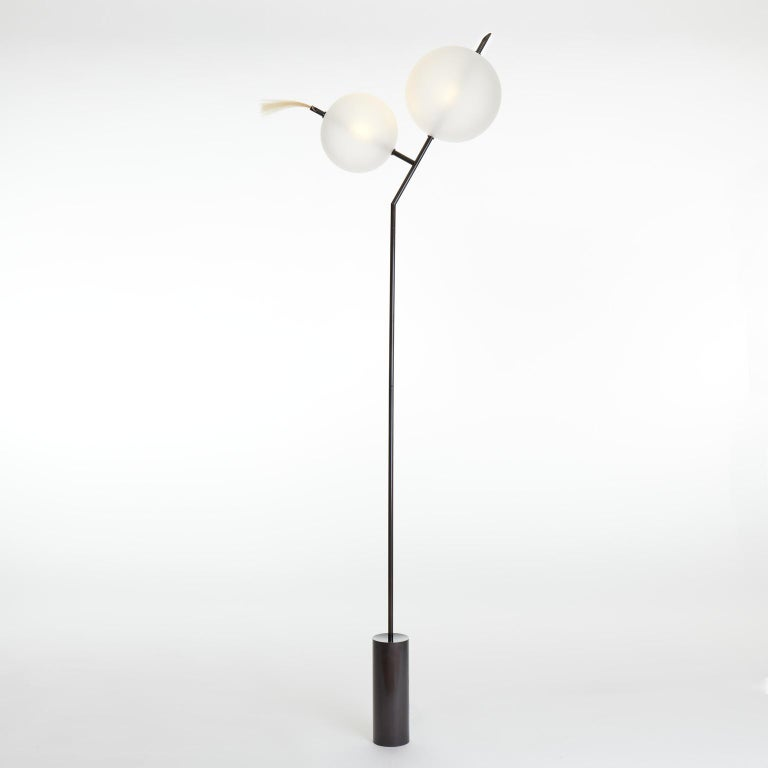 A playful nod, as the name suggests, to the world of cartoons, Mickey floor light is a Minimalist contemporary standing lamp composed of two closely positioned glass spheres of different sizes.