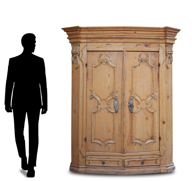 Mid-18th Century Carved Wardrobe For Sale 9