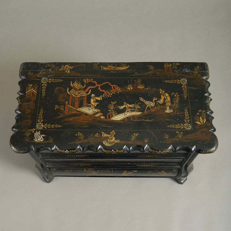 Mid-18th Century Chinoiserie Black Japanned Work Box In Good Condition For Sale In London, GB