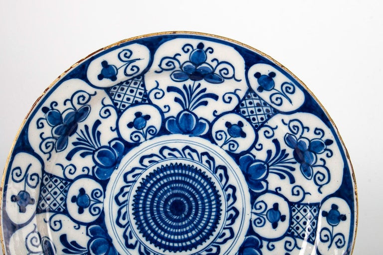 Mid-18th Century, Delft Faience Round Dish, circa 1750 In Good Condition For Sale In Saint Ouen, FR