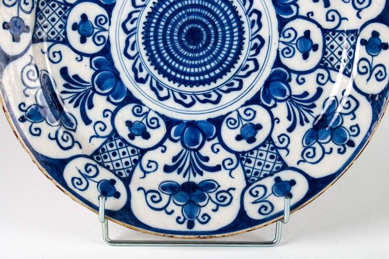 Mid-18th Century, Delft Faience Round Dish, circa 1750 For Sale 3