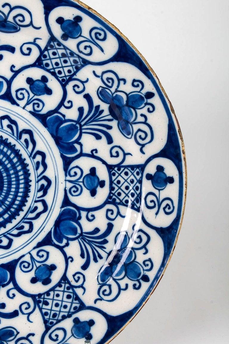 Mid-18th Century, Delft Faience Round Dish, circa 1750 For Sale 4
