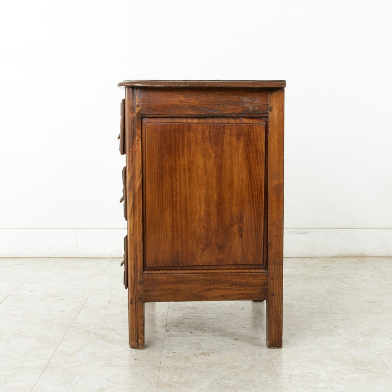 Mid-18th Century French Louis XIV Period Hand Carved Chestnut Commode or Chest In Good Condition For Sale In Fayetteville, AR