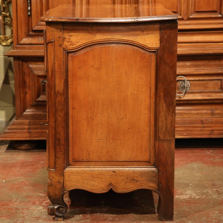 Mid-18th Century French Louis XV Carved Walnut Chest of Drawers from Burgundy For Sale 3