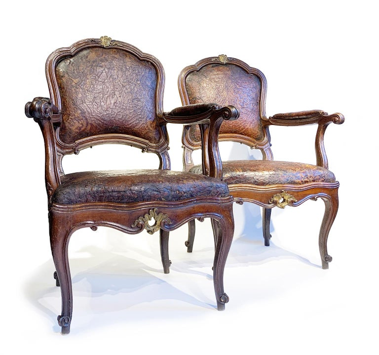 Rococo Mid-18th Century Italian Pair of Armchairs with Leather Covers, Milan circa 1750 For Sale