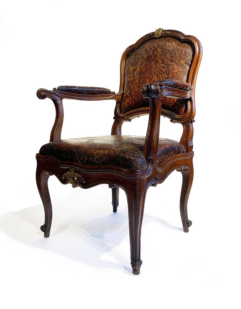 Mid-18th Century Italian Pair of Armchairs with Leather Covers, Milan circa 1750 In Good Condition For Sale In Milano, IT