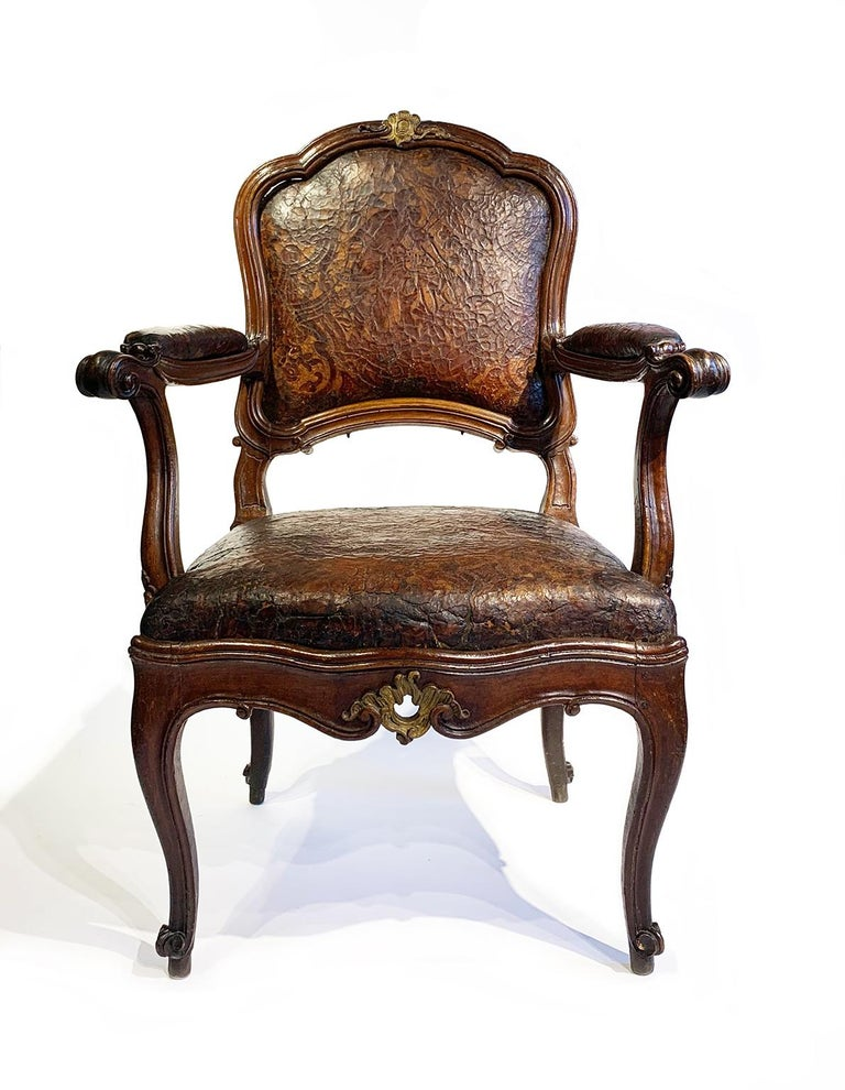 Mid-18th Century Italian Pair of Armchairs with Leather Covers, Milan circa 1750 For Sale 1