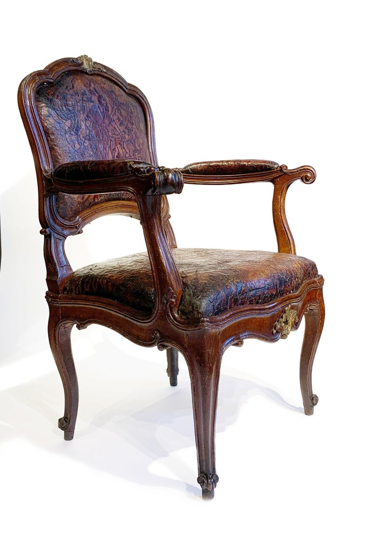 Mid-18th Century Italian Pair of Armchairs with Leather Covers, Milan circa 1750 For Sale 2