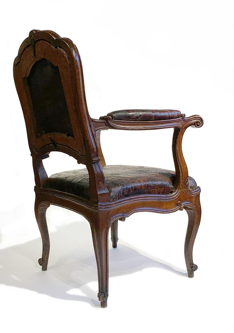 Mid-18th Century Italian Pair of Armchairs with Leather Covers, Milan circa 1750 For Sale 3