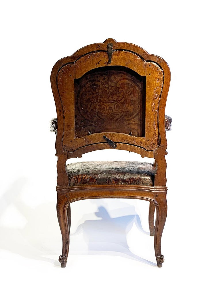 Mid-18th Century Italian Pair of Armchairs with Leather Covers, Milan circa 1750 For Sale 4