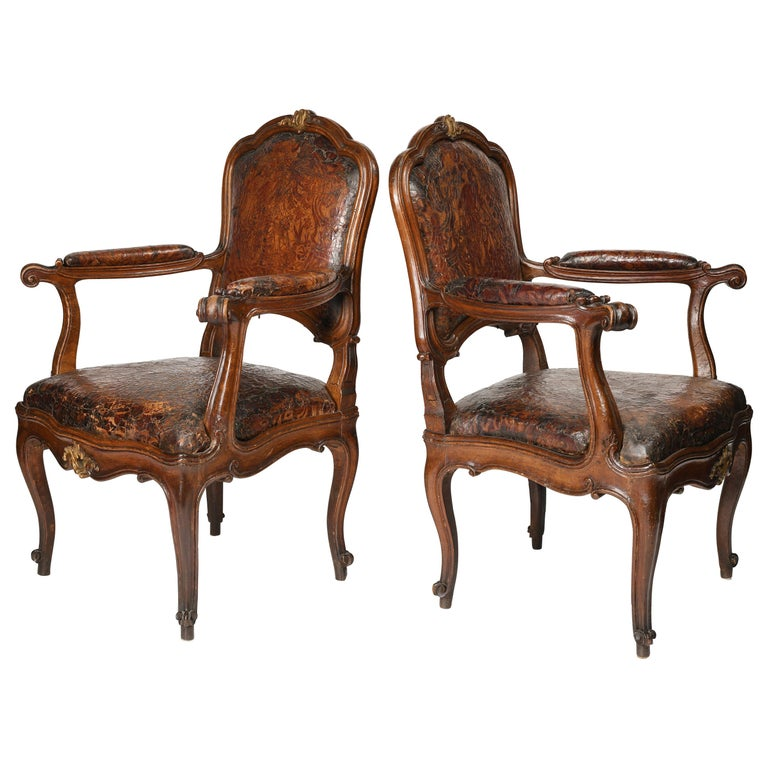 Mid-18th Century Italian Pair of Armchairs with Leather Covers, Milan circa 1750 For Sale