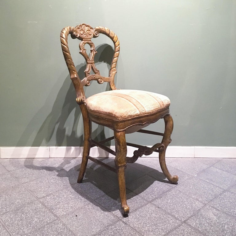 Hand-Carved Mid-18th Century Set of Four Italian Upholstered Giltwood Chairs For Sale