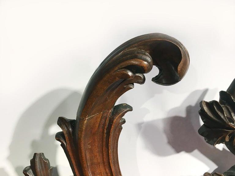 Mid-18th Century Venice Walnut Mirror, circa 1750 In Good Condition For Sale In Milano, IT