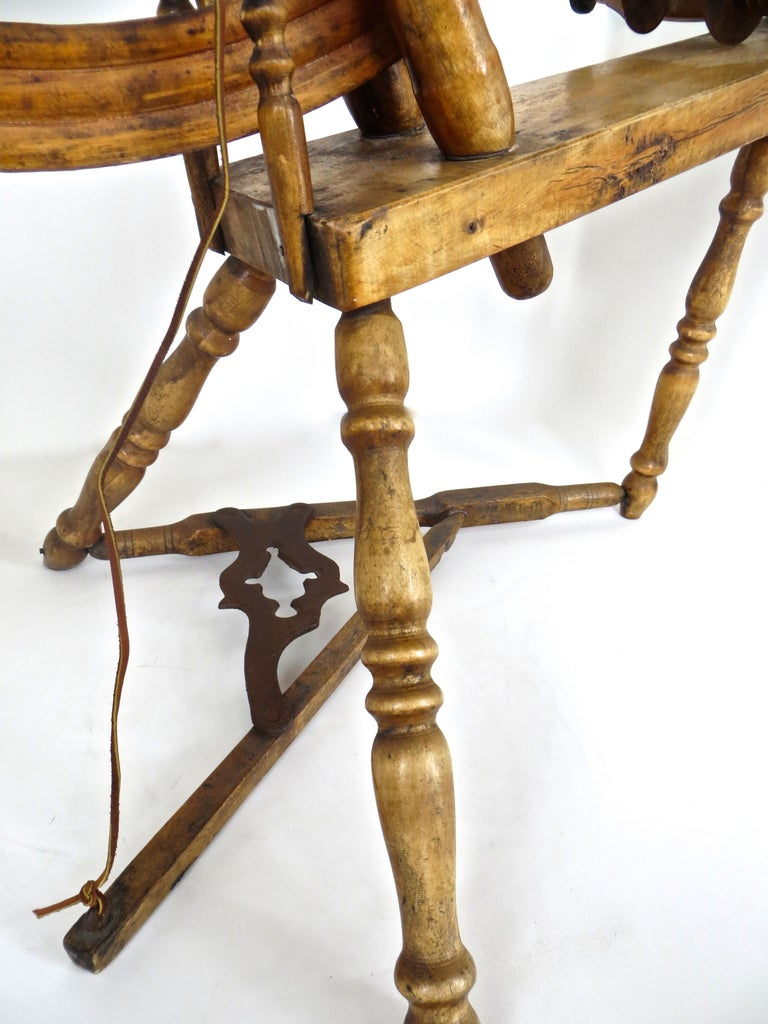 Mid-19th Century American Spinning Wheel For Sale 3