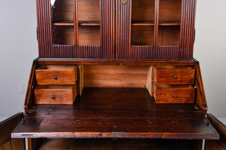 Mid-19th Century English Reeded Secretary Cabinet For Sale 6
