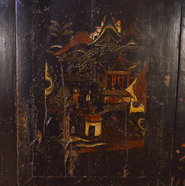 Mid-19th Century Black Lacquered Chinese Cabinet Hand-Painted For Sale 7