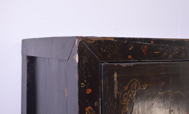 Mid-19th Century Black Lacquered Chinese Cabinet Hand-Painted For Sale 10