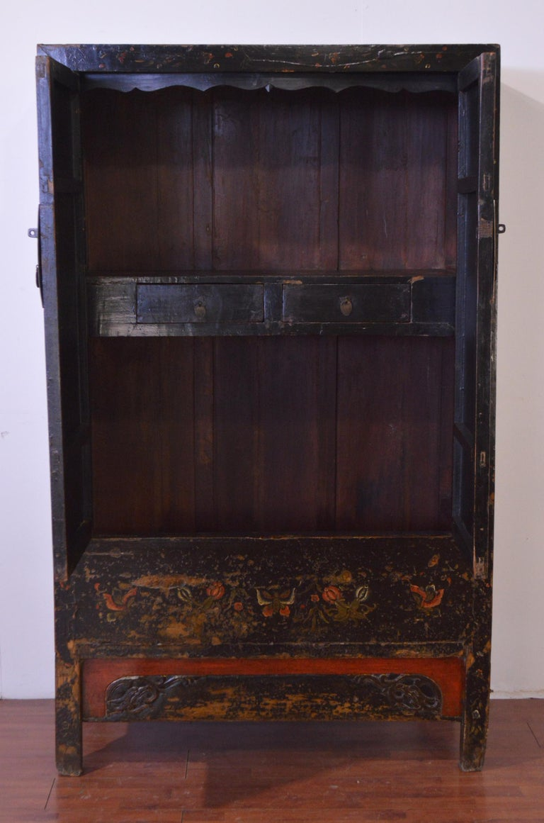 Mid-19th Century Black Lacquered Chinese Cabinet Hand-Painted For Sale 1