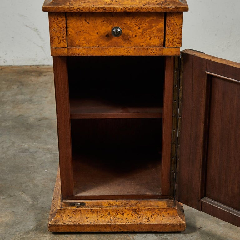 English Mid-19th Century Burl Wood Stand with Black Marble Top from England For Sale