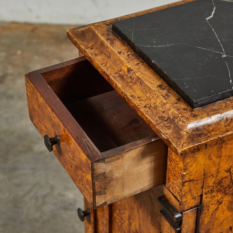Mid-19th Century Burl Wood Stand with Black Marble Top from England In Good Condition For Sale In Los Angeles, CA