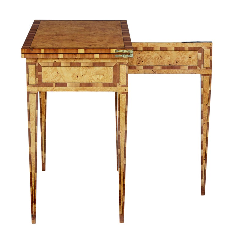 Mid-19th Century Burr Birch and Elm Games Table In Good Condition For Sale In Debenham, Suffolk