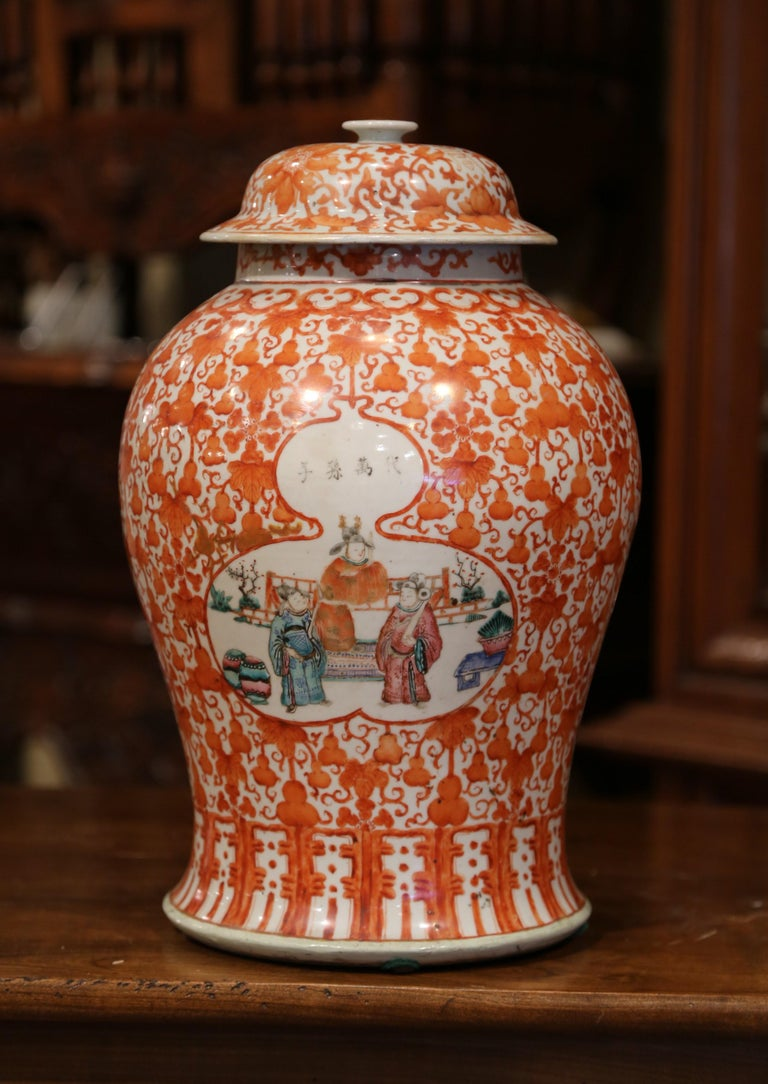 Hand-Crafted Mid-19th Century Chinese Hand Painted Porcelain Famille Rose Ginger Jar with Lid For Sale