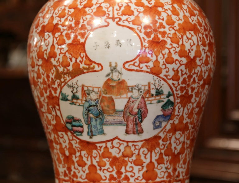 Mid-19th Century Chinese Hand Painted Porcelain Famille Rose Ginger Jar with Lid In Excellent Condition For Sale In Dallas, TX