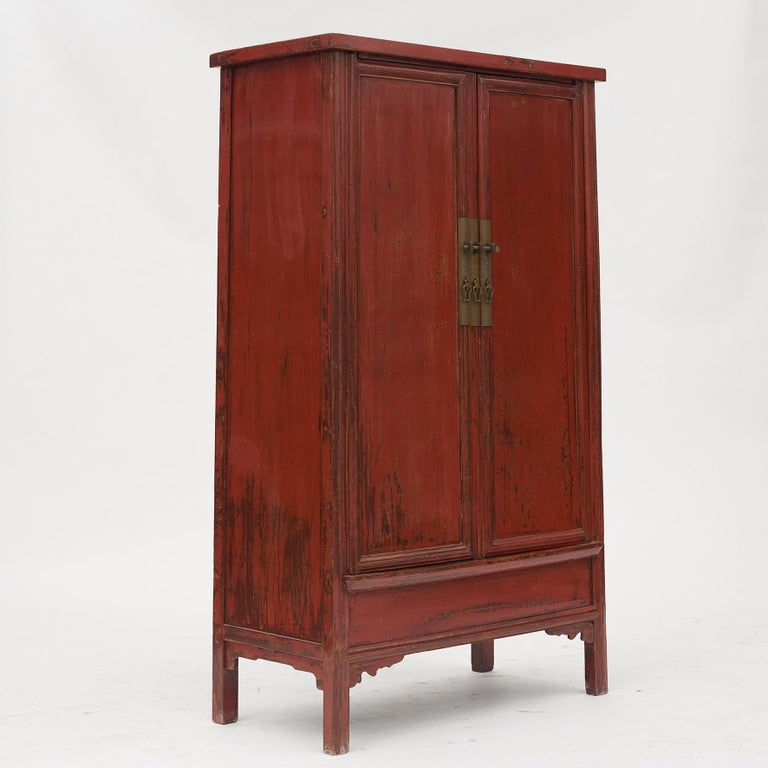 Ming style lacquered wedding cabinet from Suzhou near Shanghai, mid-19th century. With preserved original red lacquer. Pair of doors fitted with bronze lock. Inside shelves and pair of drawers. Rare good condition.  (K).