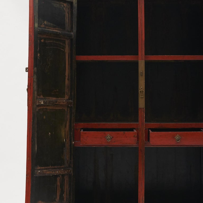 Mid-19th Century Chinese Red Lacquered Wedding Cabinet In Good Condition For Sale In Nordhavn, DK