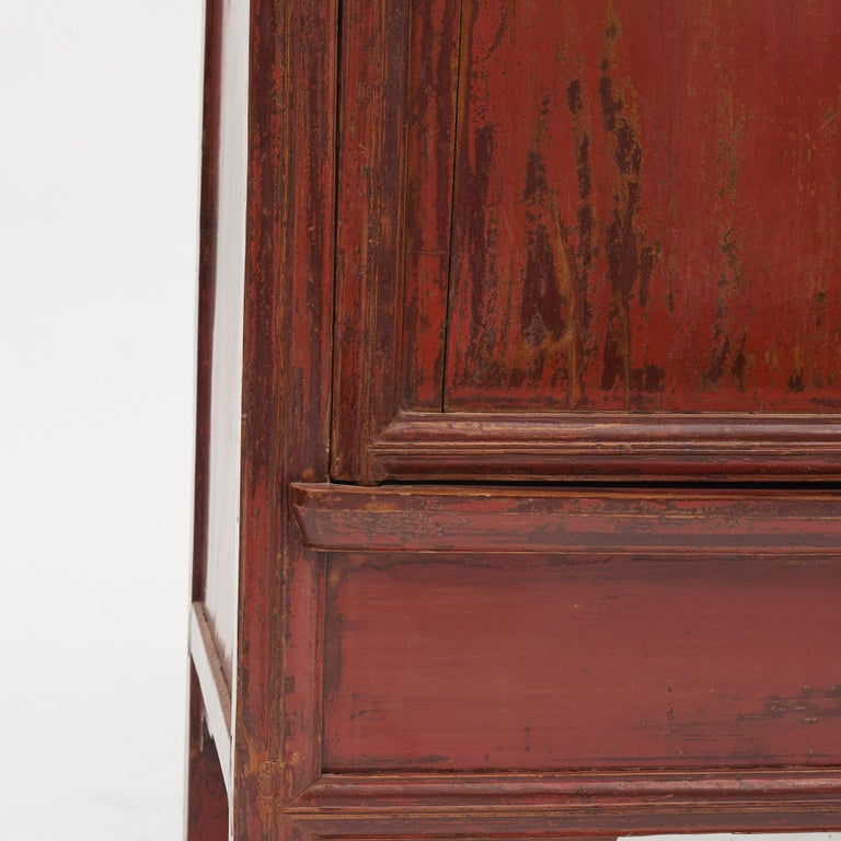 Mid-19th Century Chinese Red Lacquered Wedding Cabinet For Sale 2