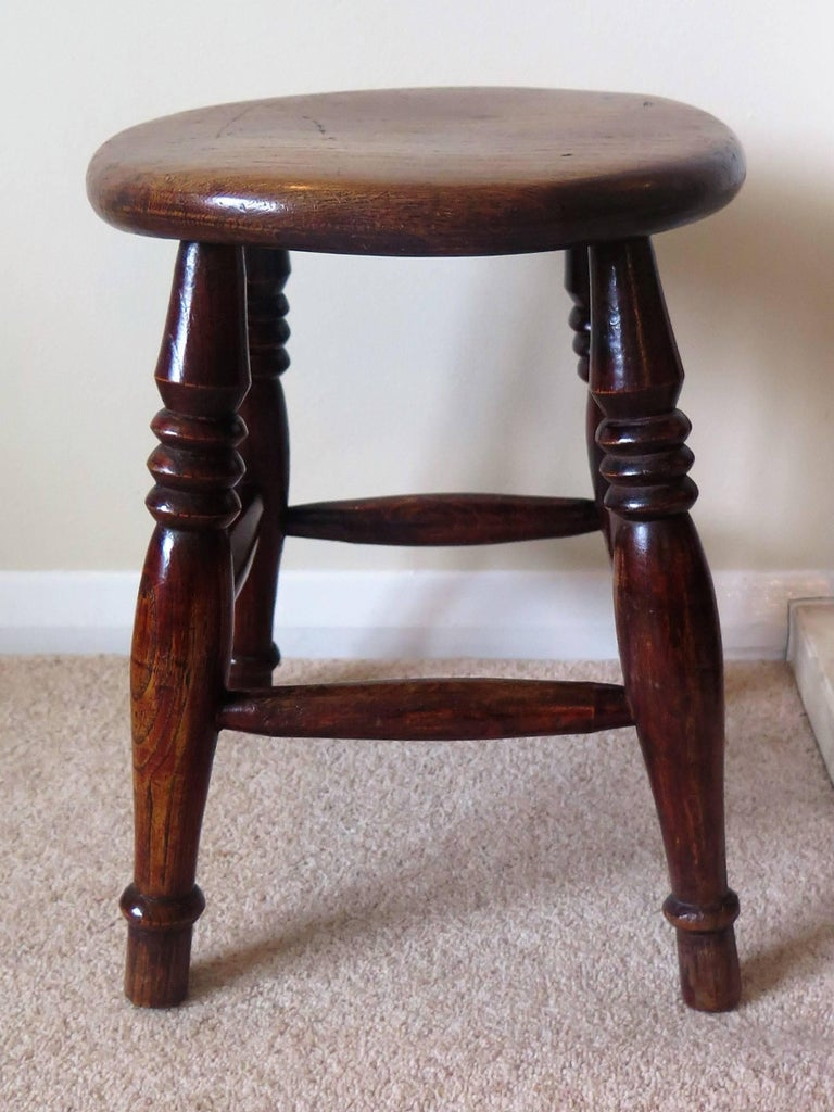Mid-19th Century Elm Stool or Stand North East Yorkshire English Maker For Sale 5