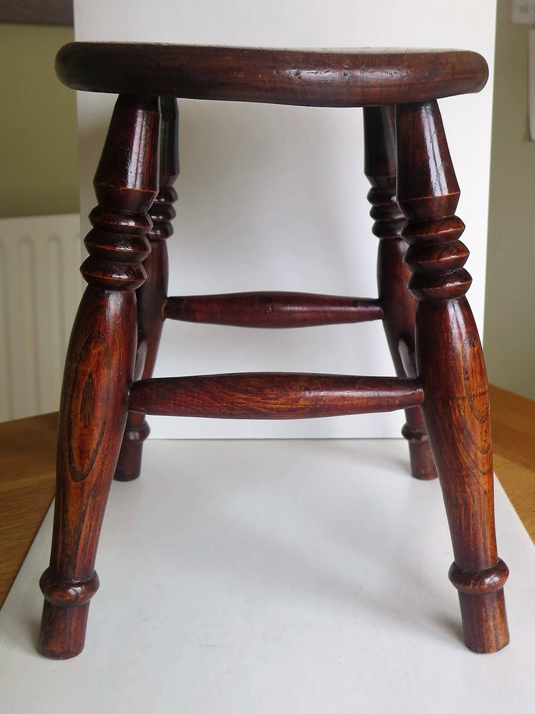 Mid-19th Century Elm Stool or Stand North East Yorkshire English Maker For Sale 6