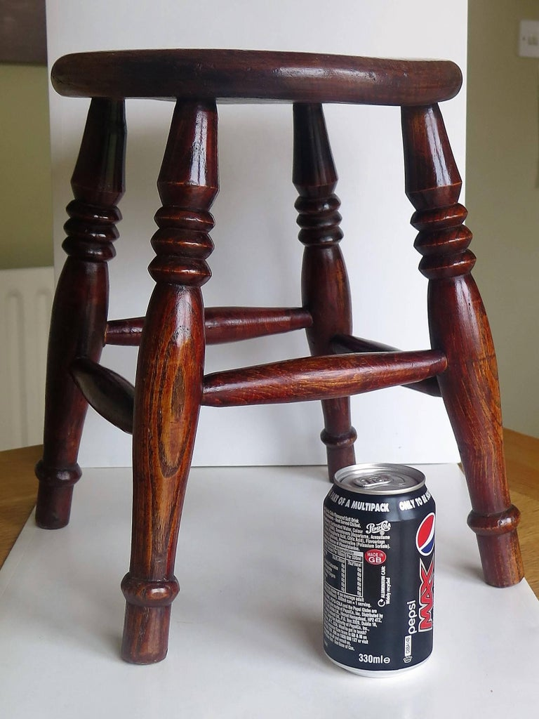 Mid-19th Century Elm Stool or Stand North East Yorkshire English Maker For Sale 12