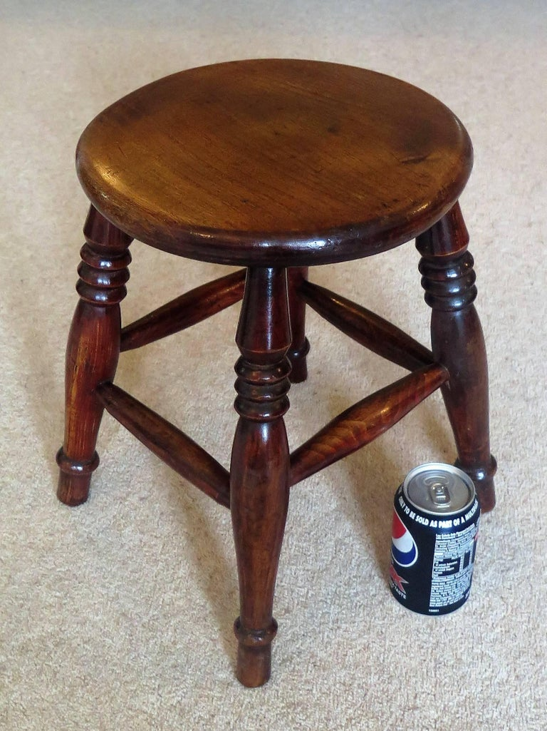Mid-19th Century Elm Stool or Stand North East Yorkshire English Maker For Sale 13