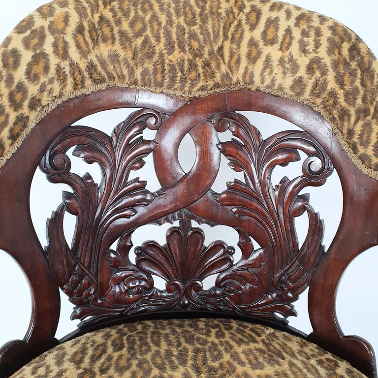 Mid-19th Century French Carved Walnut Desk Chair In Good Condition For Sale In London, west Sussex