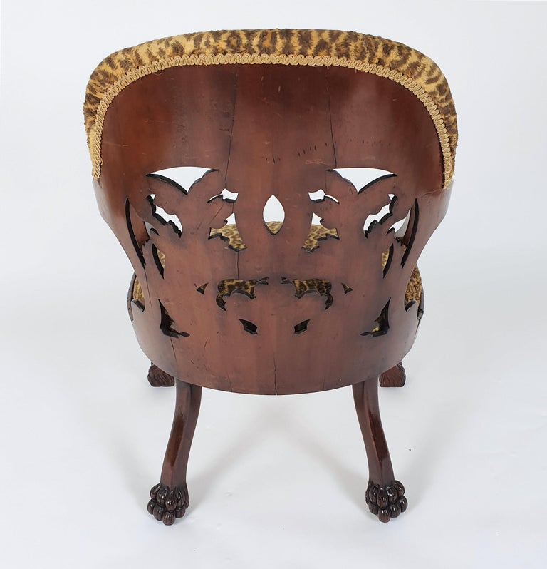 Mid-19th Century French Carved Walnut Desk Chair For Sale 4
