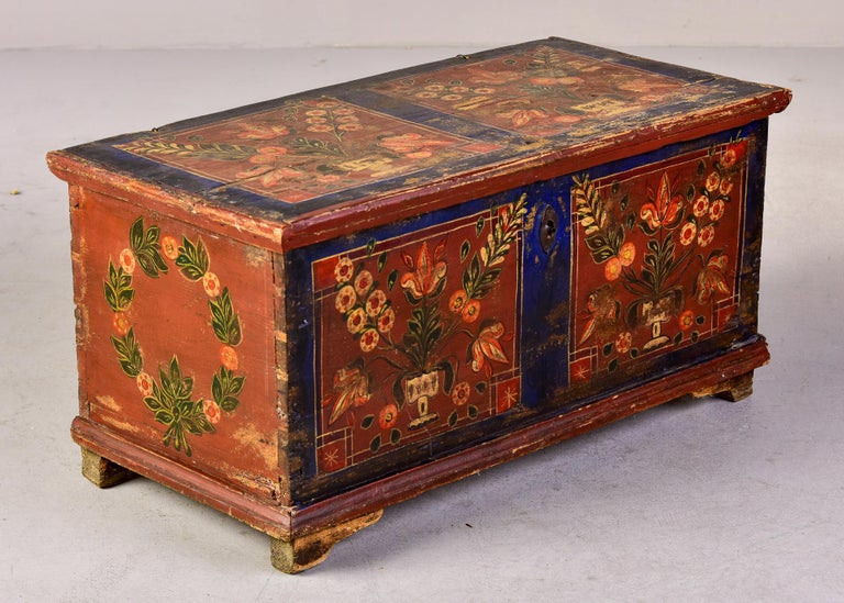Mid 19th Century Hand Painted Romanian Painted Trunk For Sale 2