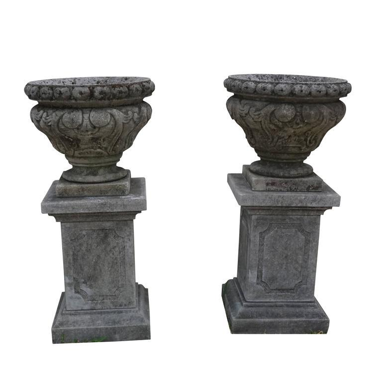 Mid-19th Century Italian Renaissance Style Limestone Urns In Good Condition For Sale In West Palm Beach, FL