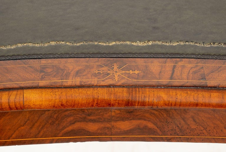 Mid-19th Century Ladies Walnut Writing Table In Good Condition For Sale In London, GB